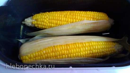 Кукуруза, варенная початками в пароварке