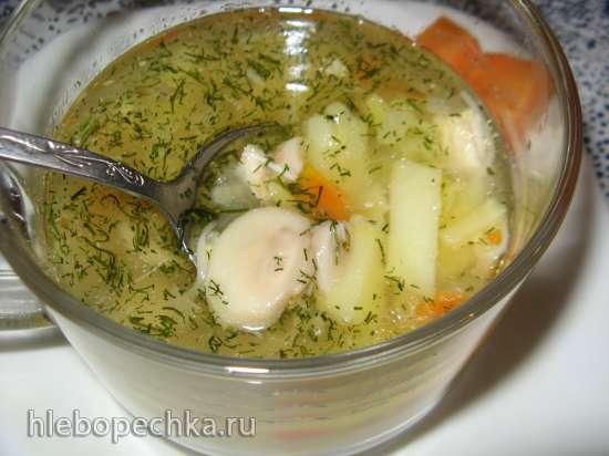 Суп на курином бульоне с шампиньонами и вермишелью