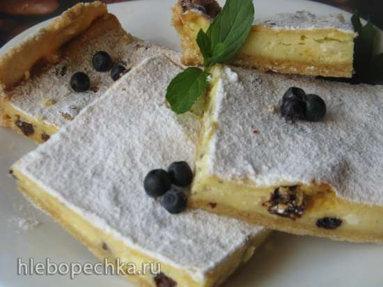 Творожный пирог с изюмом и лимонной ноткой