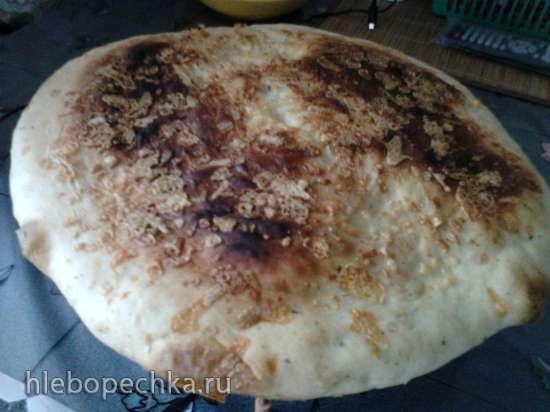 Лепёшка на огуречном рассоле с тимьяном и сыром