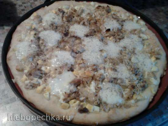 Открытый пирог с рыбой, луком и яйцом (пиццемейкер Princess 115000)