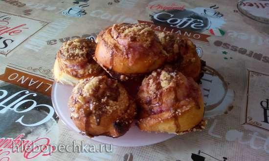 Яблочные Синнабоны со штройзелем и кофейной глазурью