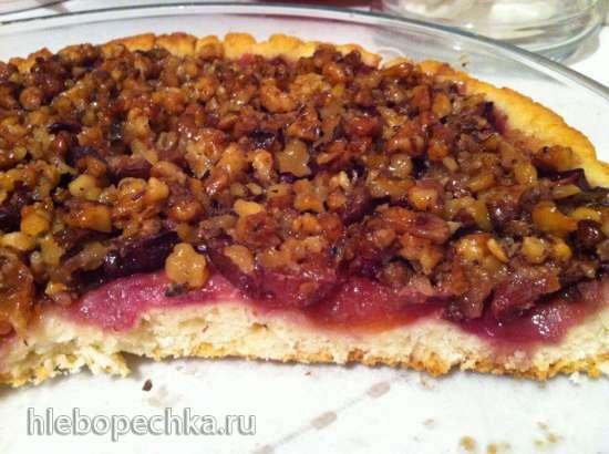 Пирог сливовый  с ореховым крокантом