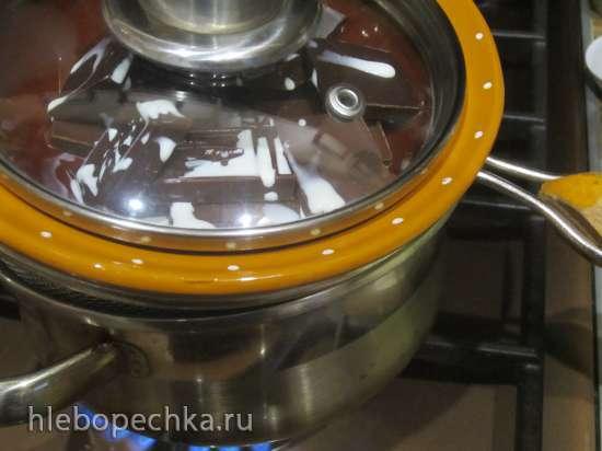 Мороженое на палочке Сливочное джелато с клубничной начинкой в шоколадной глазури