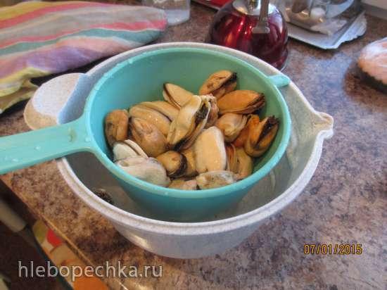 Салат из копченных мидий, сыра Творожный ломтики овощей