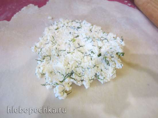 Лепешки жареные с начинкой из творога с зеленым луком