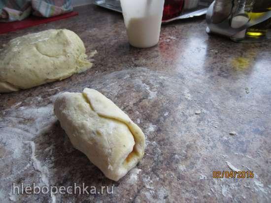 Картофельные рулеты с начинкой под грибным соусом