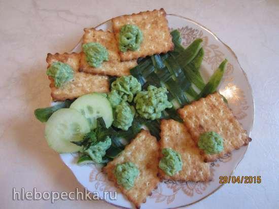 Дип из авокадо с зеленым горошком и травами