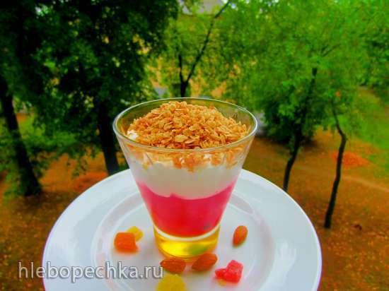 Десерт из ягод, крема и обжаренных овсяных хлопьев из «Лидо»