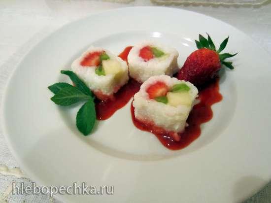 Роллы из риса с фруктовой начинкой и ягодным соусом