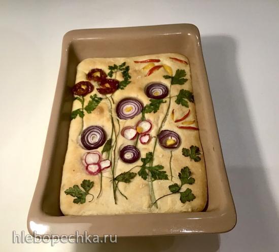 Фокачча с цельнозерновой мукой, картофелем и вялеными помидорами