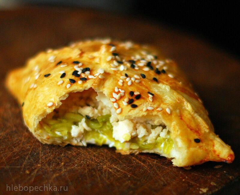 Слойки с курицей, кабачком и творожным сыром