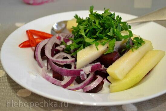 Салат с заквашенной свеклой и грушей