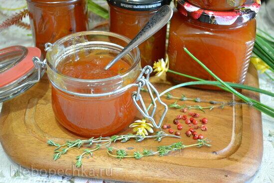 Кисло-сладкий соус из нектаринов с тимьяном
