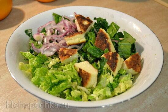 Листовой салат с мангольдом, шпинатом, и сырниками