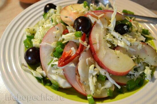 Салат капустный фруктово-ягодный «Лето, однако!»