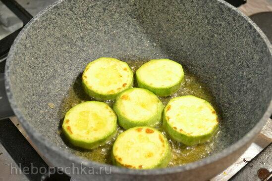 Яичница с кабачками и капустой пак-чой