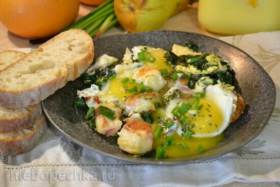 Яичница цесаркина с зеленью и сырниками