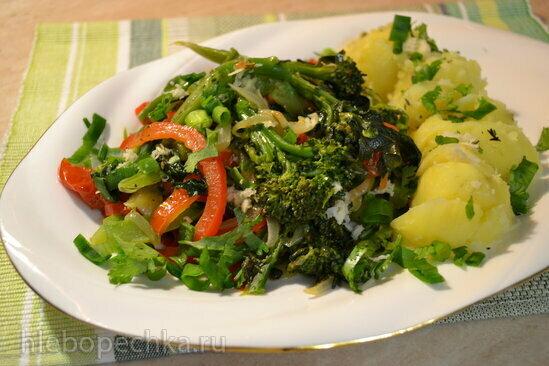 Брокколини тушеные с овощами