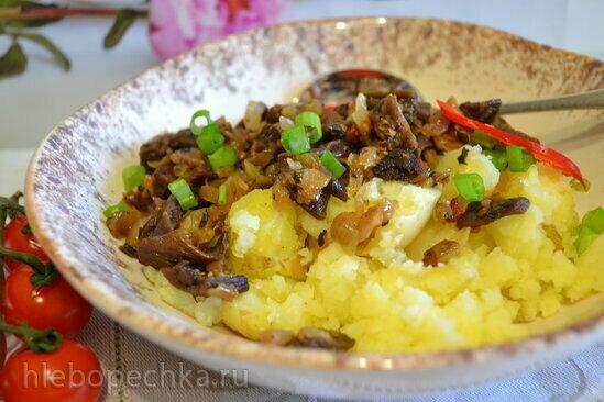 Жареные грибы (из сушеных баклажанов) с отварным молодым картофелем
