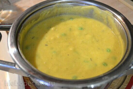 Суп-пюре чечевичный на кокосовом молоке, с зеленым горошком