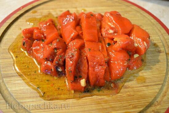 Суп-пюре из запеченных перцев и томатов, с лепестками черного трюфеля