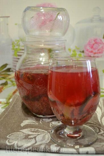 Детокс-чай с малиной и огурцом