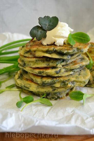 Оладьи зеленые с овощной ботвой, шпинатом, зеленым луком, на домашней простокваше