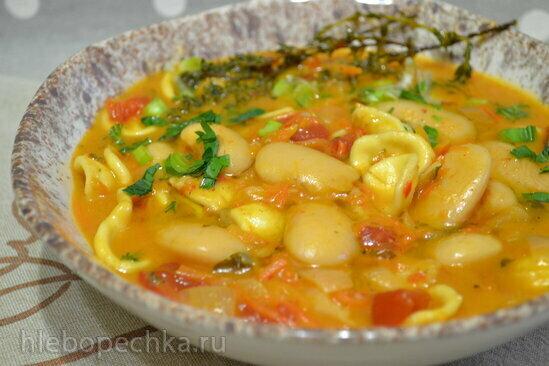 Густой суп с фасолью лима, пастой орекьетте на кокосовом молоке