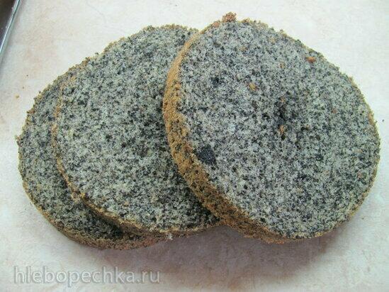 Бисквитный торт с черным кунжутом, абрикосовым желе и муссом с чаем матча