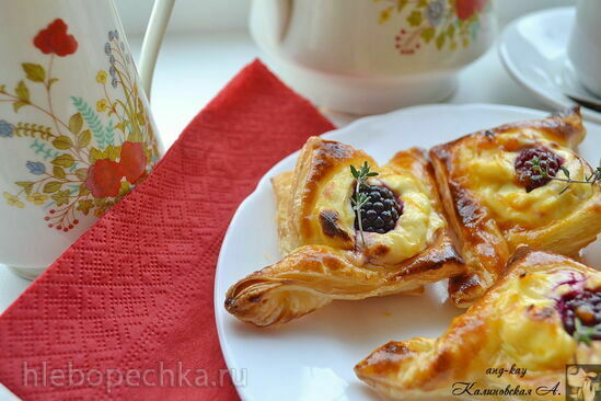 Сырный даниш с ягодами (Cheese Danish)