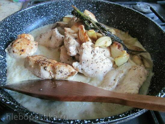 Куриное филе в сливочном соусе с шалфеем