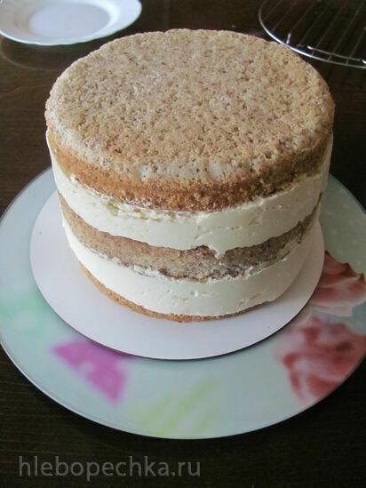 Бисквитный ореховый торт с карамельными яблоками,  кремю и карамельным муссом