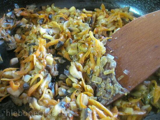 Перец постный, фаршированный кускусом и грибами