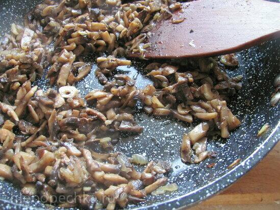 Рисово-грибные тефтели, запеченные под грибным соусом (постные)