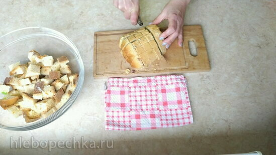 Пудинг-запеканка из черствого кулича с ягодами (+видео)