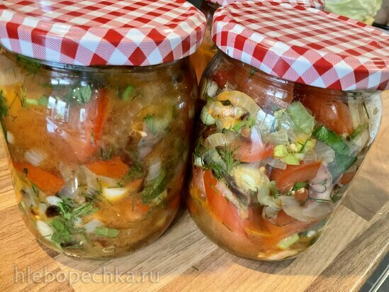 Салат из помидоров с жареным луком