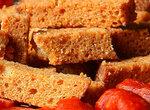 Как приготовить некрошливые хлебные сухарики для длительного хранения?