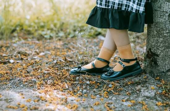 Как заклеить трещину на подошве обуви?