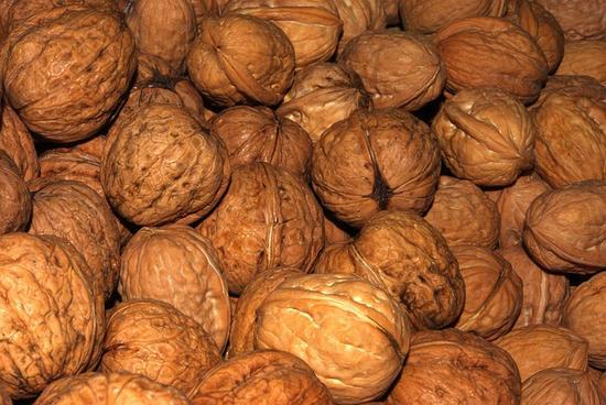 Как легко почистить грецкие орехи?